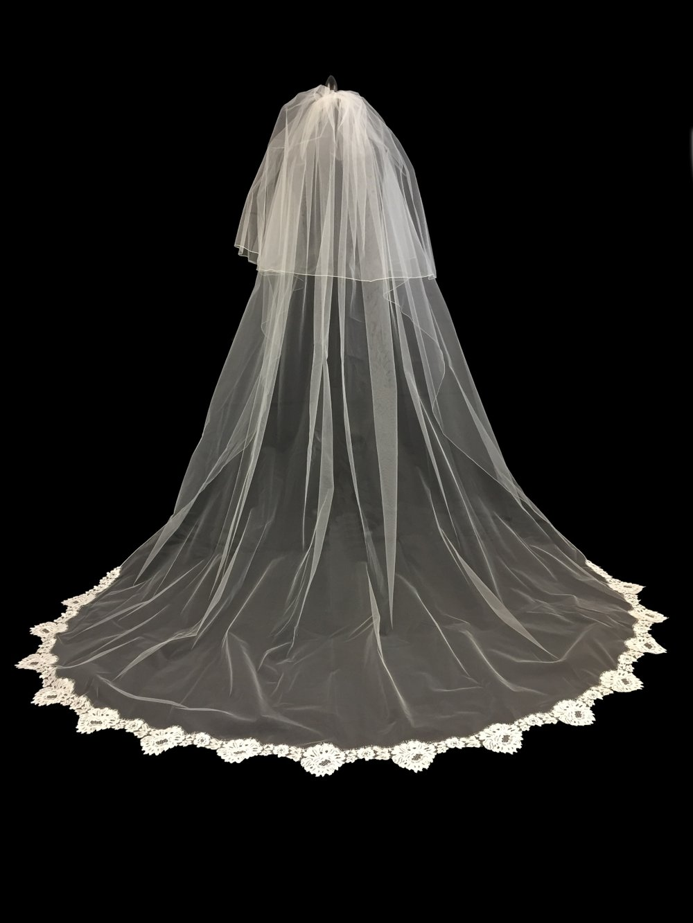 Style V5738-D __ 30-96x108 French Chantilly Lace Edge Veil