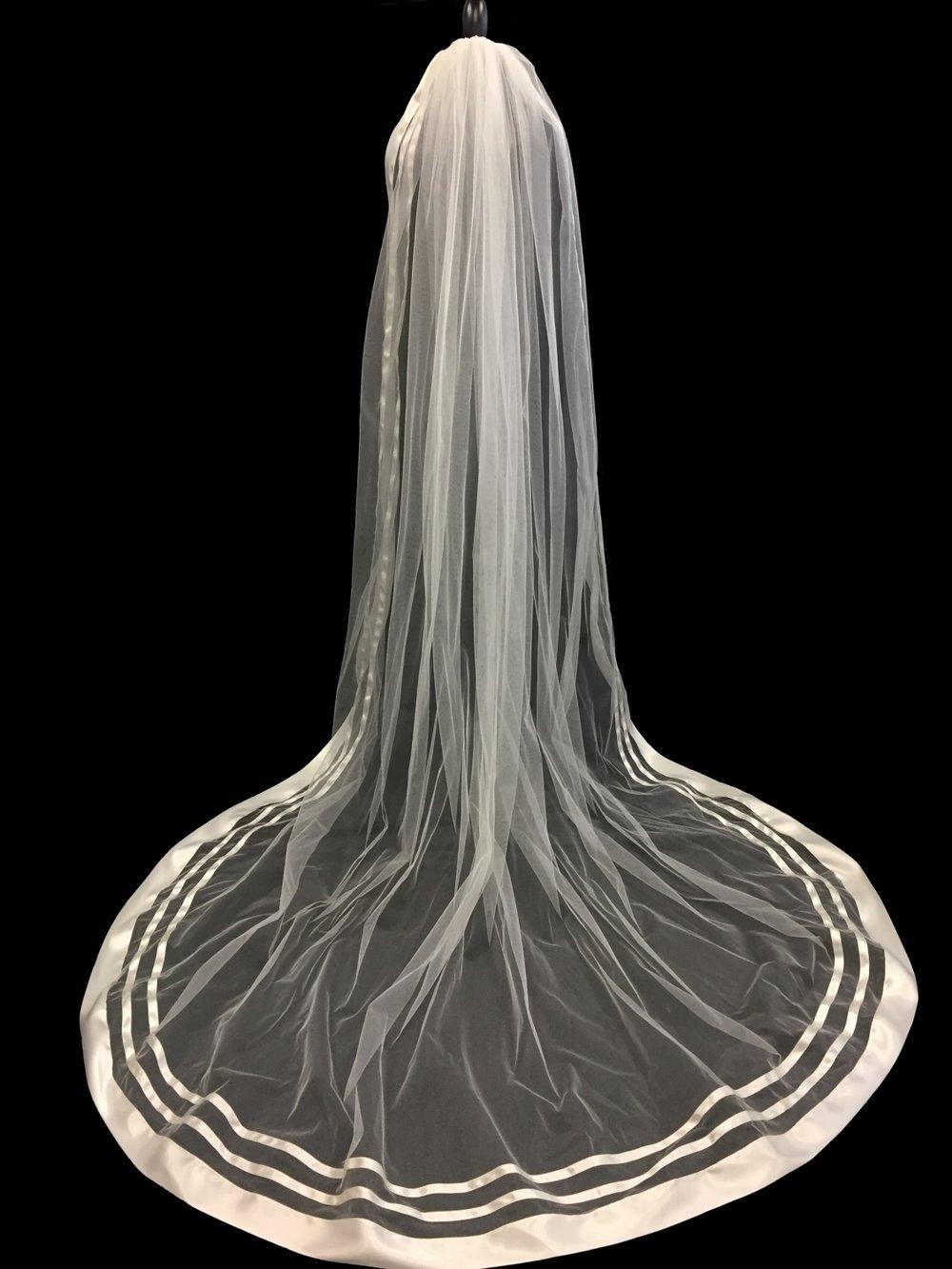 Style V5762-D __ 96x120 - English Sparkle Tulle - DoubleFace Satin Ribbon
