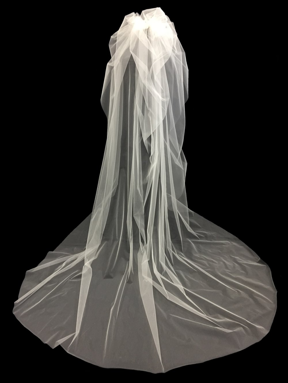 Style V5772-D __ 96x72 -Couture Puff Veil