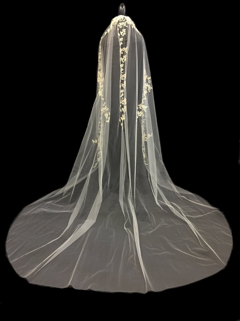Style V5779-I __  96x108   -   U-Cut Embroidered Veil