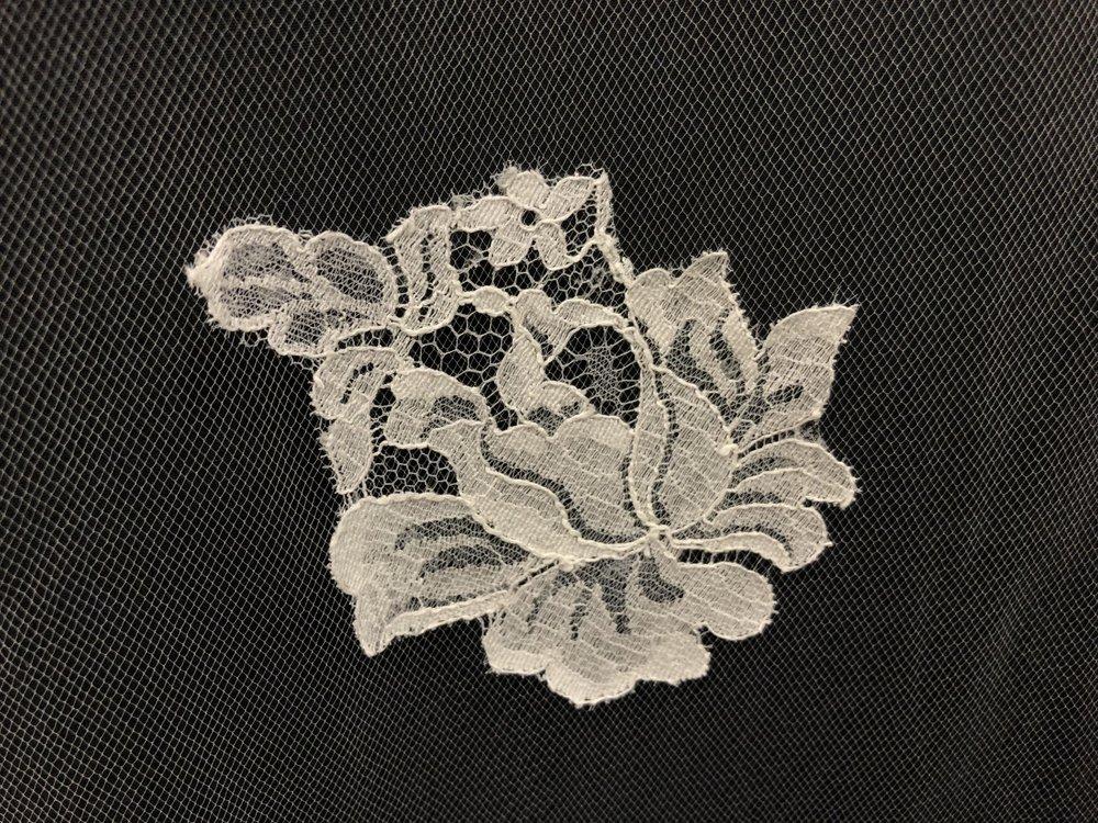 Style V5832-D Detail 2