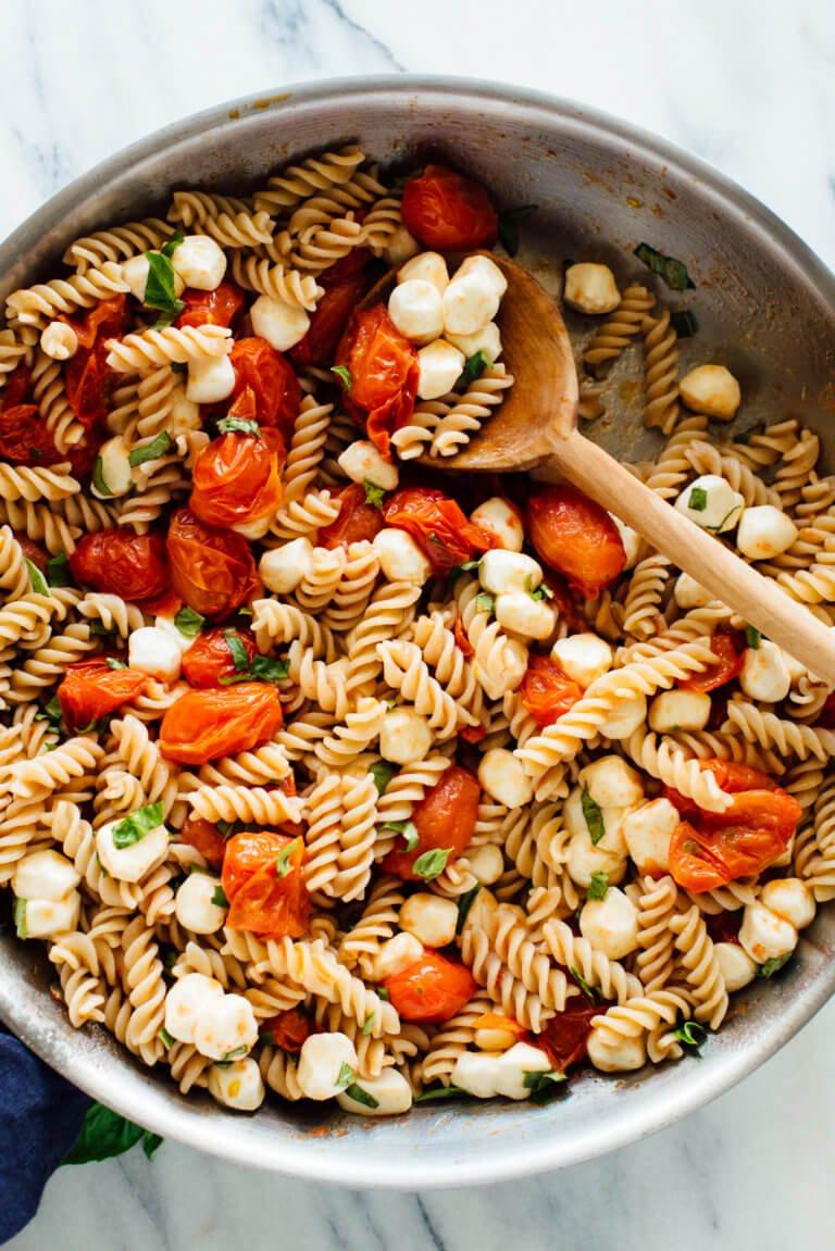 caprese-pasta-recipe-2-768x1151.jpg