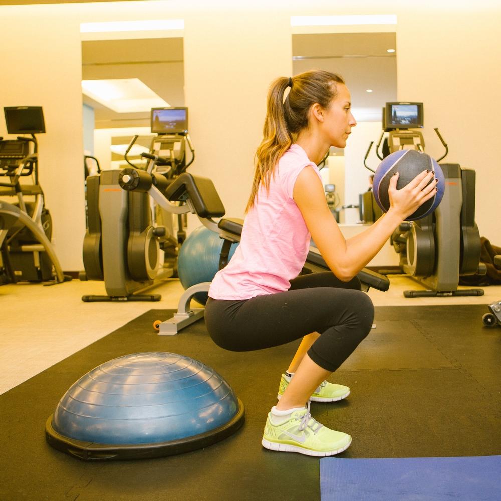 Bosu Ball One Leg Squat: Bonberi Workout: Arielle Nachmani X Centermind