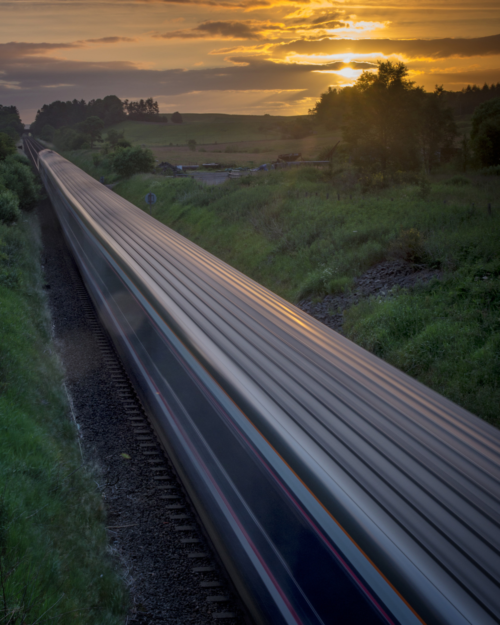Sunrise train passes through Ashfield towards Kinbuck...