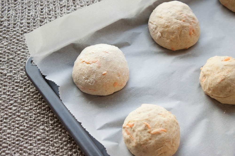 Carrot Bread Rolls :: my blue&white kitchen