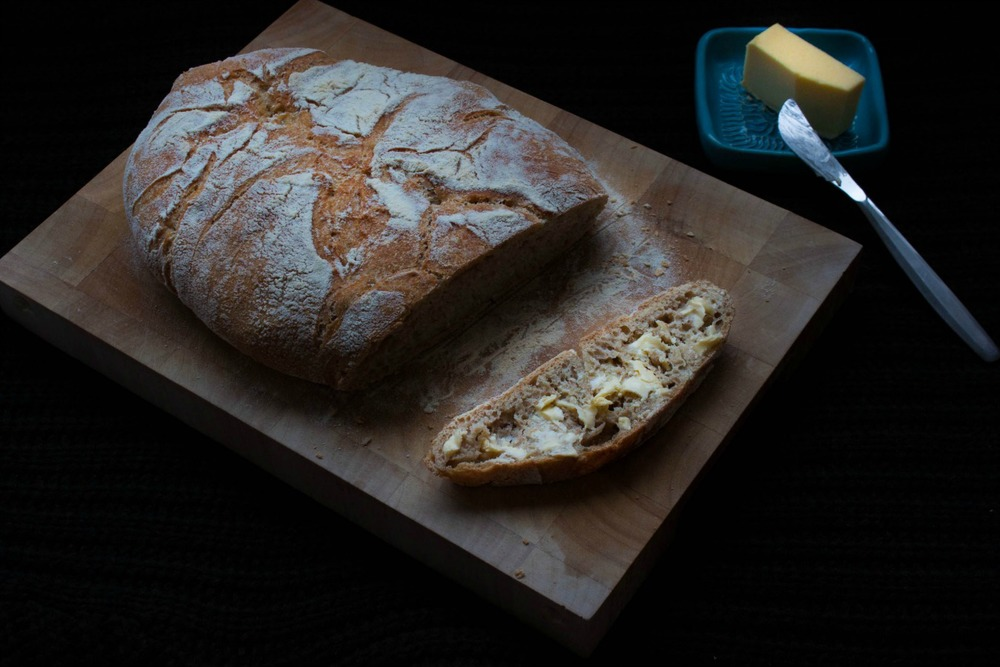 no-knead country loaf :: my blue&white kitchen
