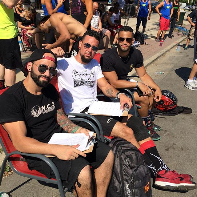 It's not easy being a judge, but it's looking good while doing it!😎 With @fitnessblazt and @cinemafitness
