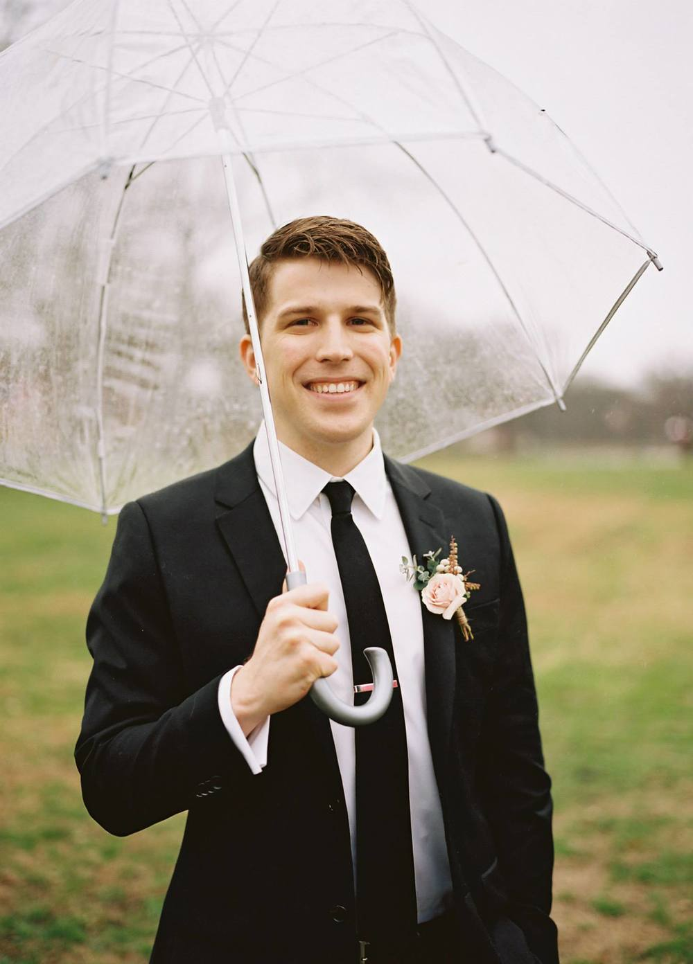Rainy wedding day // Neutral groom boutonniere
