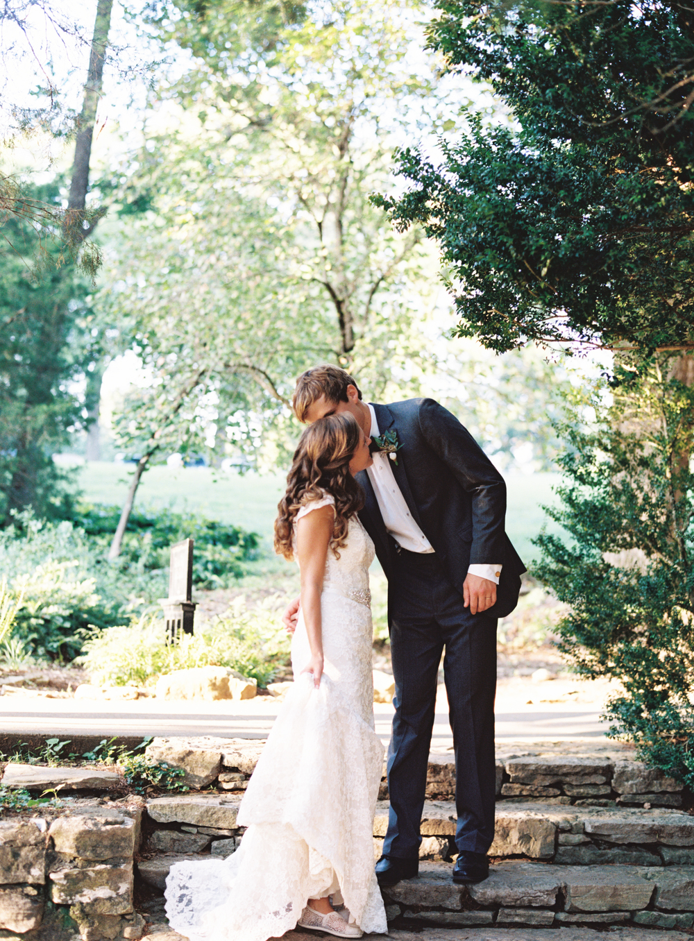 Cheekwood Bride and Groom // Nashville Wedding Flowers