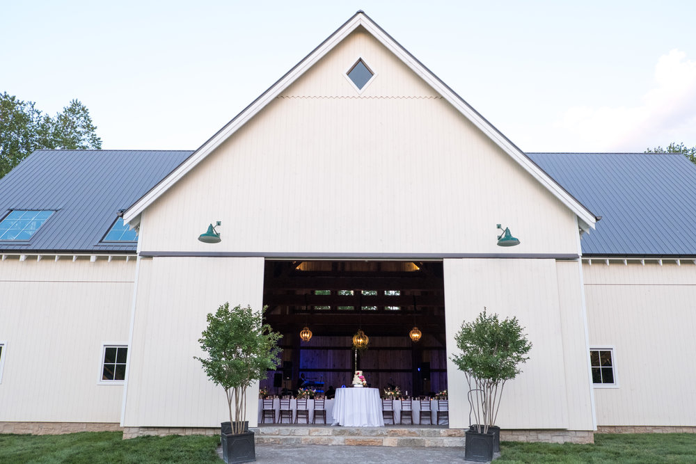 Elegant barn // Franklin, TN Wedding Florist