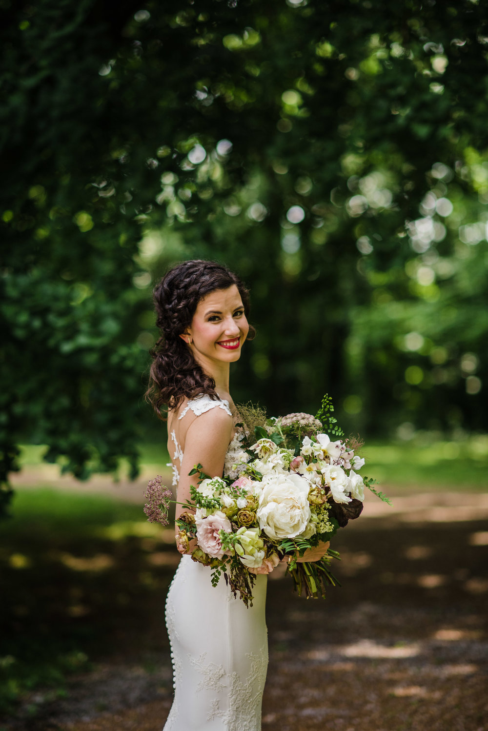 Art Deco inspired garden wedding at Travellers Rest in Nashville with lush, organic floral design