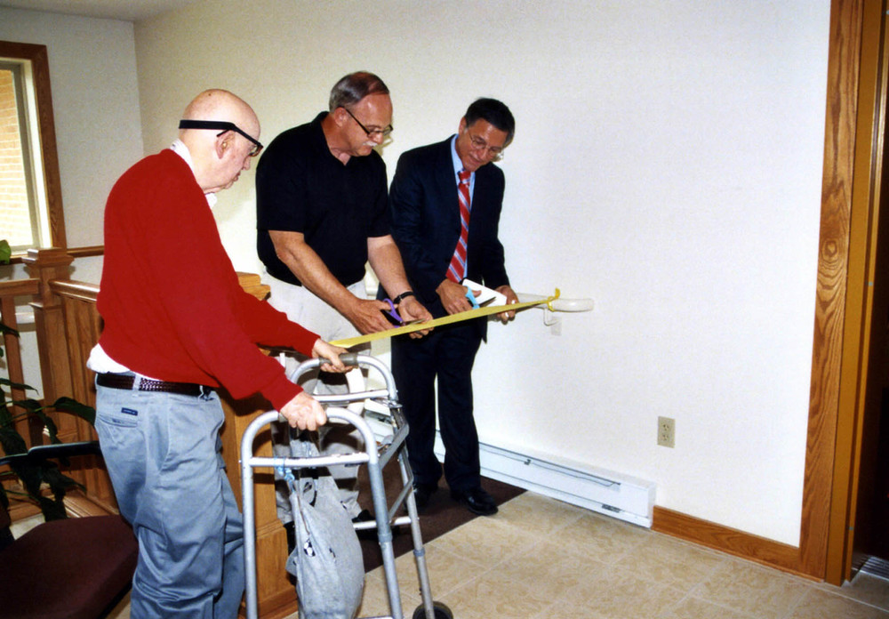 dedication%20ribbon%20cutting_res300.jpg