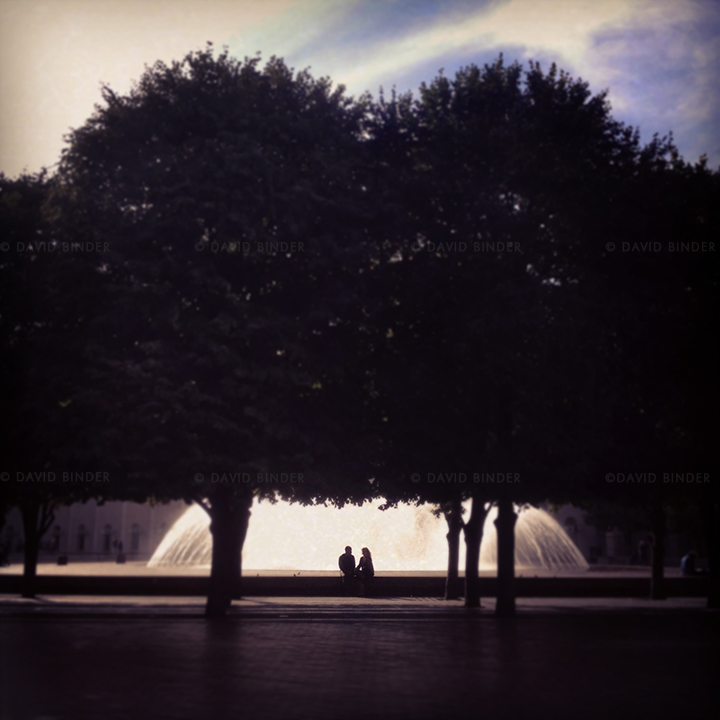 boston_iphone_fountain_couple.jpg