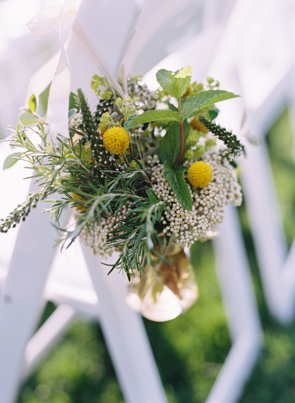 beehive-events-soiree-wedding-ceremony-flowers