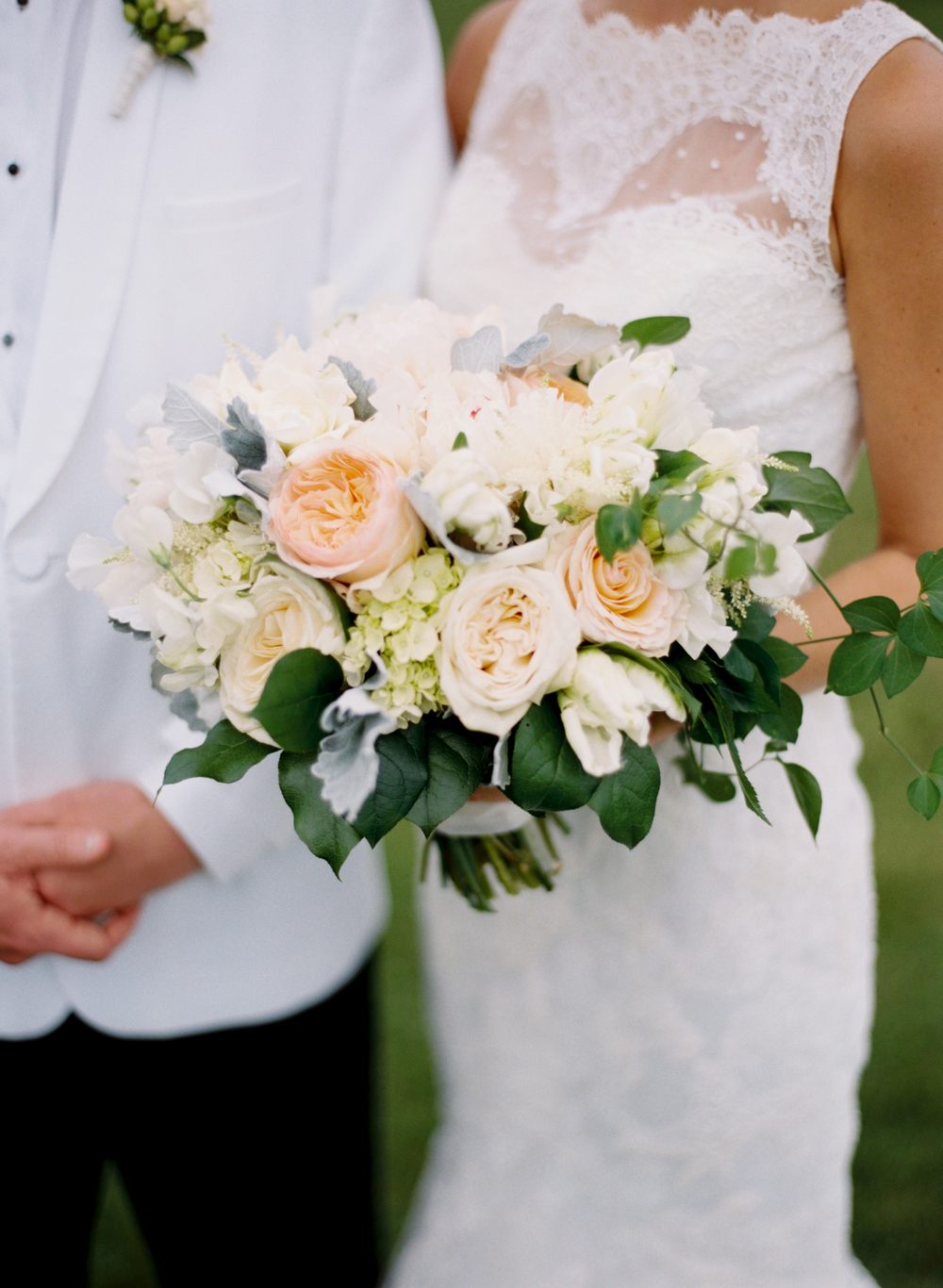 southern-blooms-wedding-bouquet