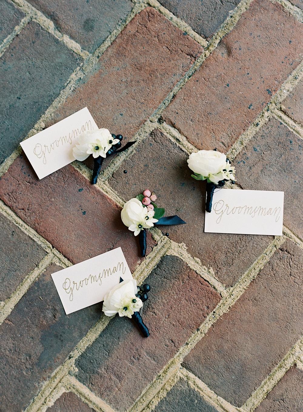 black-white-pink-wedding-flowers