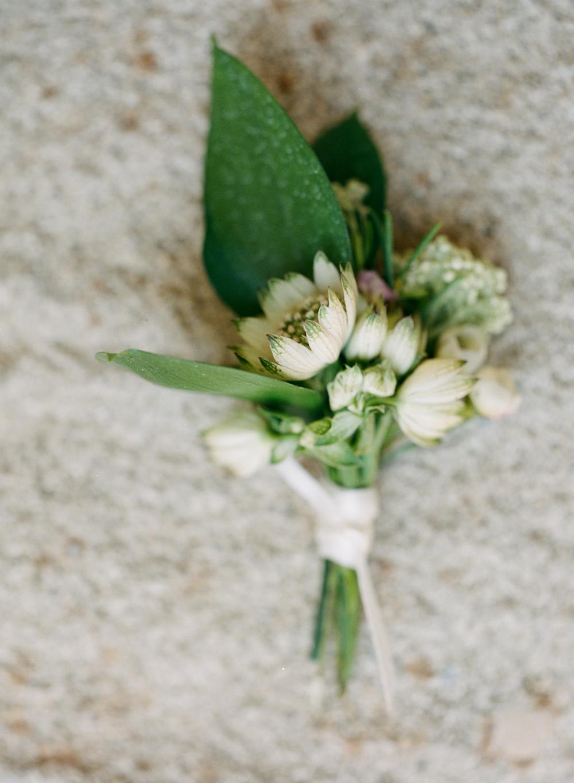 mallory-joyce-wedding-boutonniere
