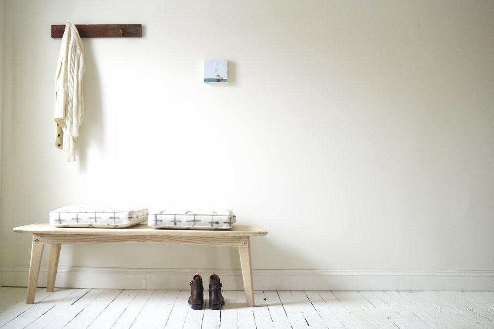 minimalist_bench_entryway