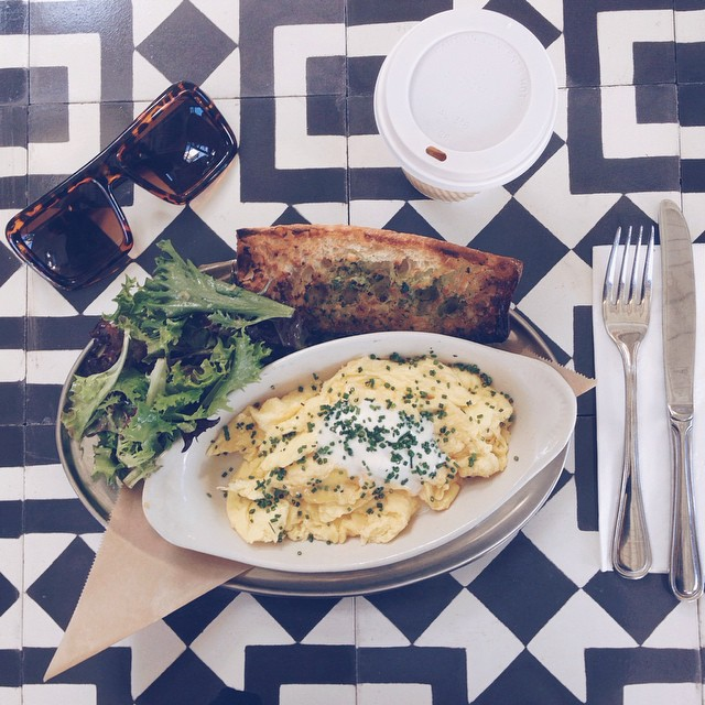 The cutest little cafe and bakery in Altadena, @lincolnpasadena opened this week! I'm trying to prep for my shoot but am becoming thoroughly distracted by the delicious Parmesan eggs and fun table print. #lincolnpasadena