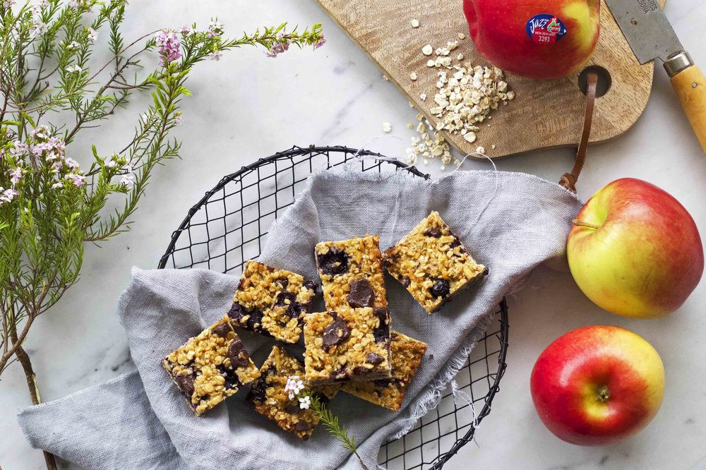 BLOG_JAZZ_BLOG POST 2 apple oat bluebrry bars2.jpg