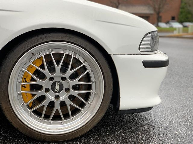 Plenty of stopping power. #m5 #bmw #bigbrakekit #tuning #v8 #exotics #instagarage #bbs