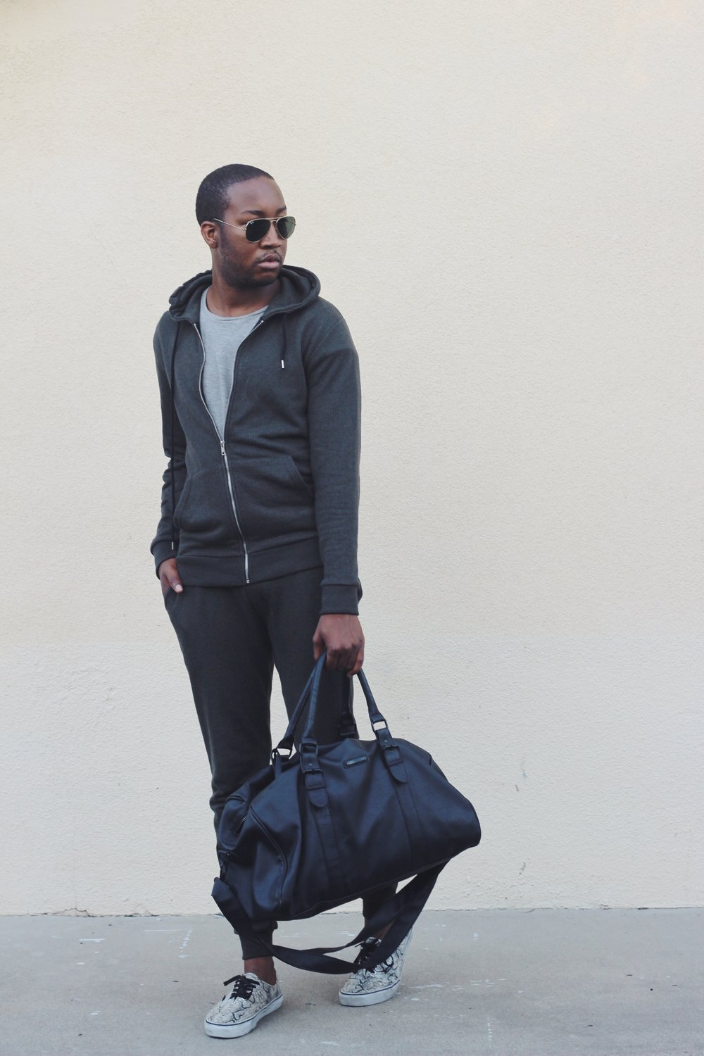 Photos by   E    lisa Morales    Sweatsuit - Forever 21  Holdall Bag - River Island  Shoes- Vans