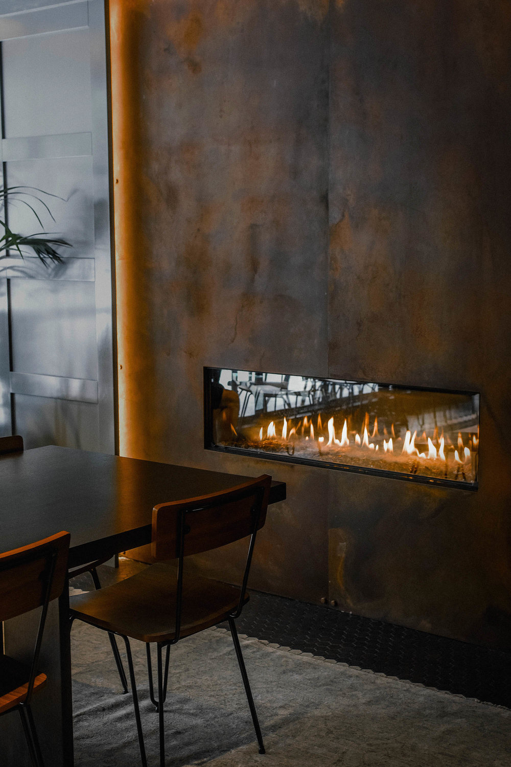 Super warm and inviting. Definitely using this as interior inspo when we build a house.