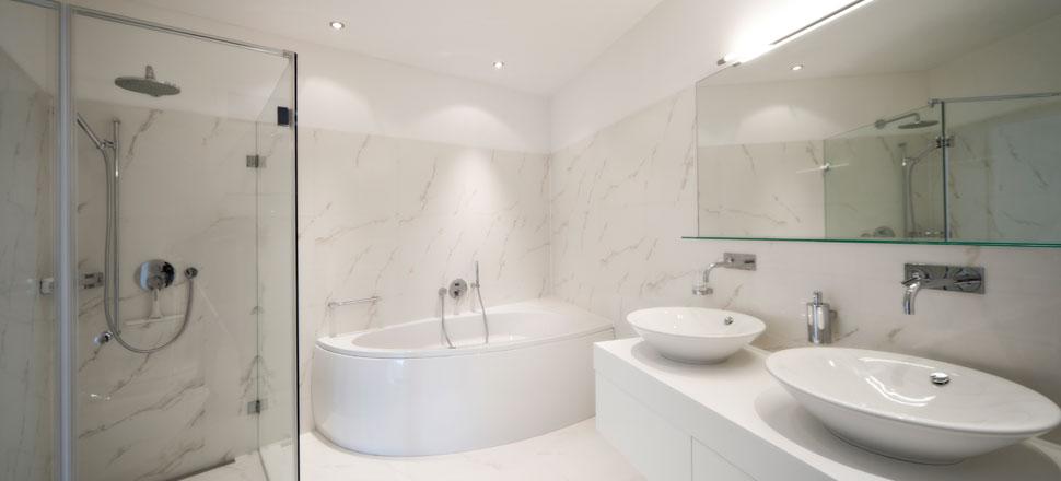 gorgeous-bathroom-with-marbel-walls.jpg