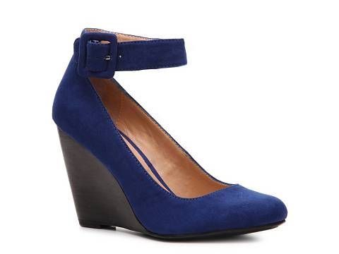 Mix No. 6 Outset wedge pump. Also available in YELLOW. DSW. Compare at $70. Now: $49.95.