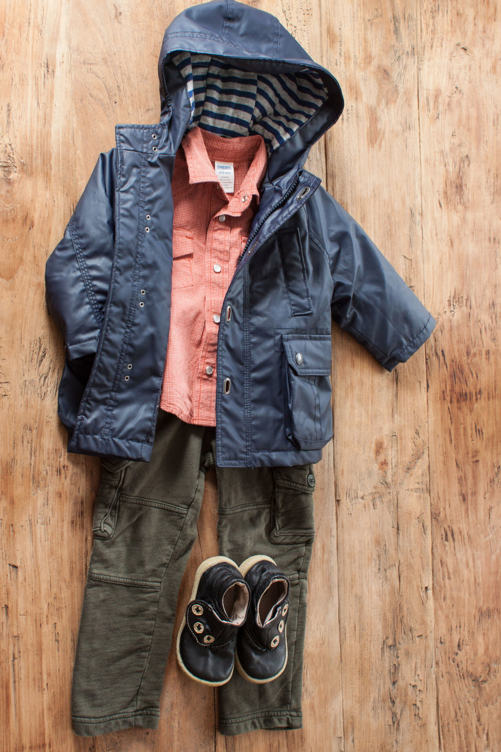 Image includes Boys Gap soft green cargo pants. Size: 3T $6.50.