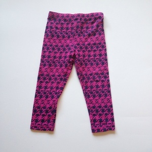 Girls DKNY Houndstooth leggings. Size: 24 months. The Rookery Kids. $10.50.
