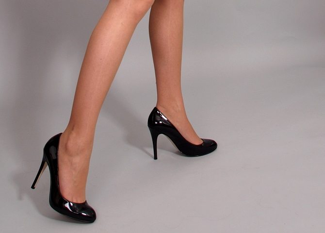 Image of a hip woman in heels? Maybe a client from the upcoming shoot?