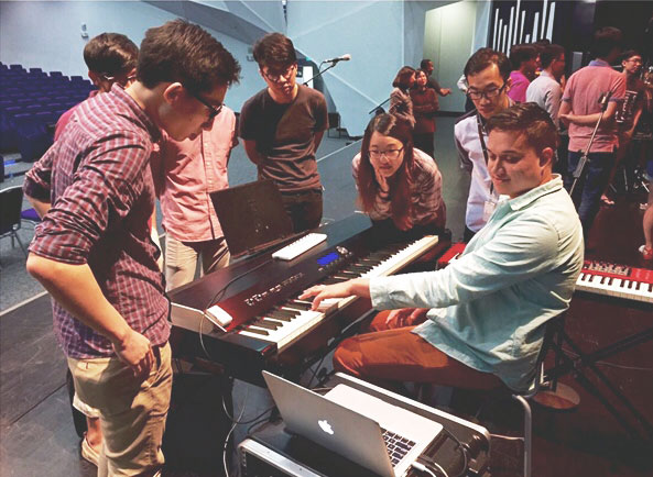 lukas-worship-mainstage-keyboard-training.jpg
