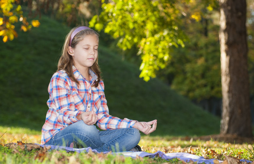 kids-seated-yoga-pose-fall-meditation