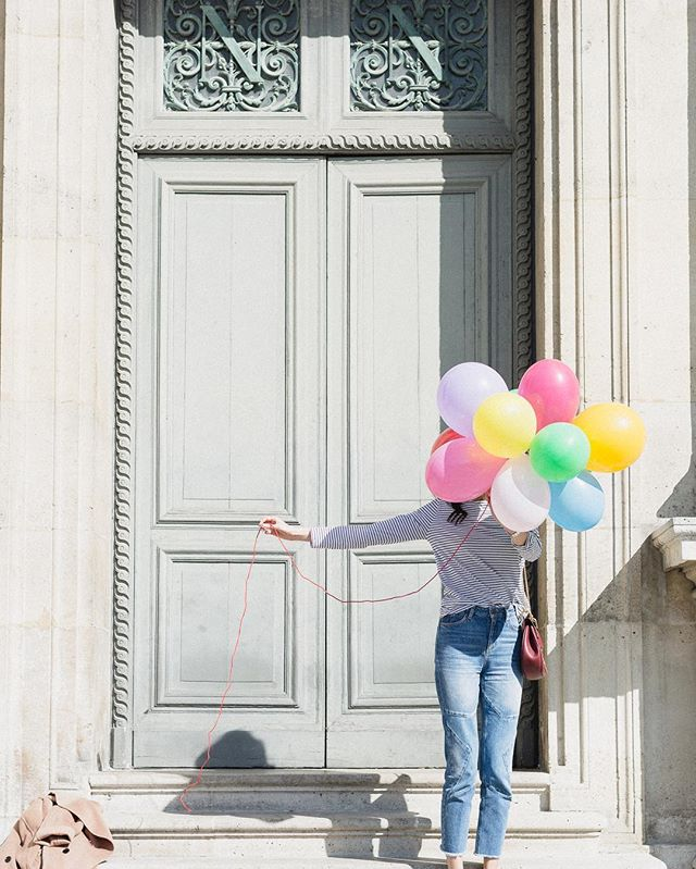 Today was spent in the sunshine shooting for an amazing skincare brand in Paris. We found these balloons that some people next to us were holding so we asked if we could use them in our shots! It's funny, the things that are unplanned often make for the best photos. To see what else I got up to today follow along at @thehikaruilifestyle