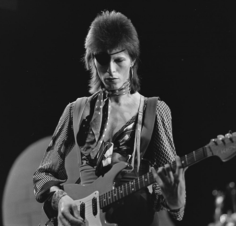 David_Bowie_-_TopPop_1974_10-e1380683094698.png