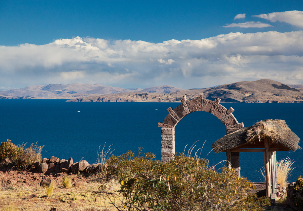Throughout the Lake Titicaca region, arches like this are very common.