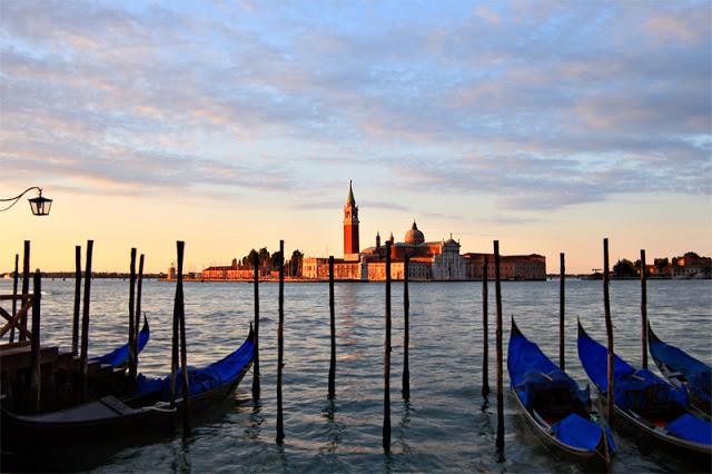 Gondola Sunrise - Venice, Italy Canon 5D Mk I + Canon 24-105 f4.0L IS