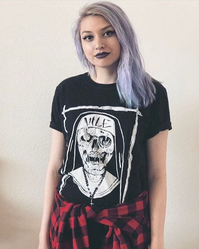 @caramelicedcapp rocking our Raiders Tee! Shot by @alldahfaygo thanks guys! 🤘🏻❤️🤘🏻 #vile#vileco #vilegirls #girlsofvilecompany #vilecompany www.vilecompany.com