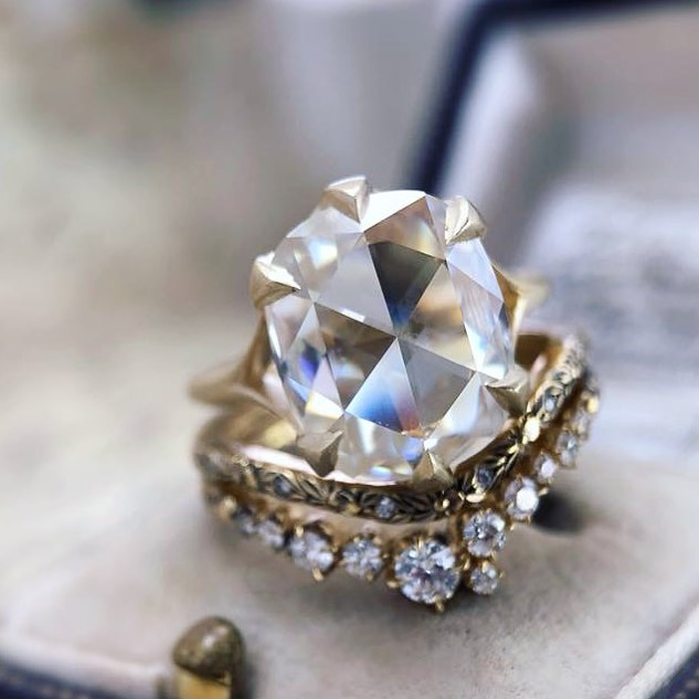 What do you think of this? I love it! It's a large rose cut diamond with claw prongs. 💎💎💎 #diamondring #rosecut #rosecutdiamond #engagementring #jewelrylover #worldpawn #pawn #pawnshop