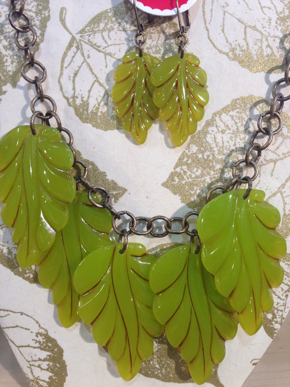 Green leaf necklace and earrings in seaweed!