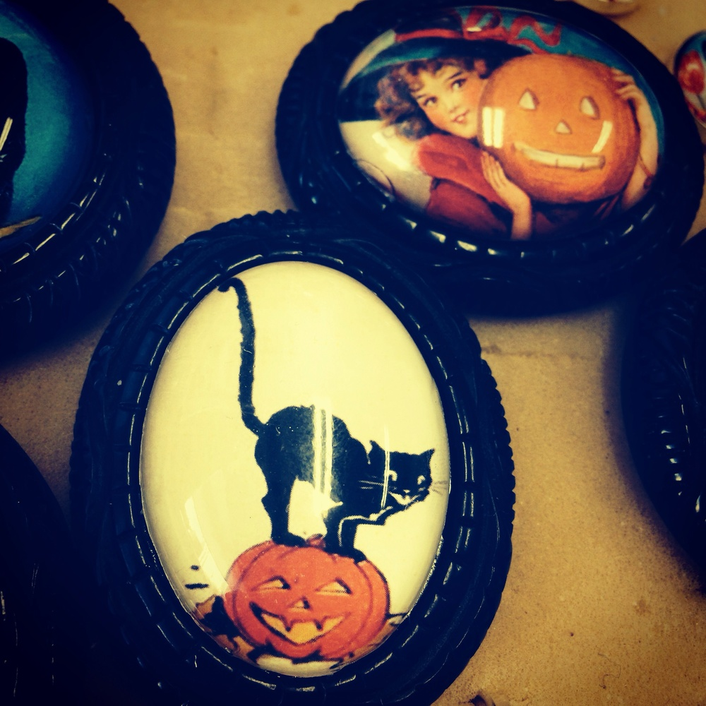 vintage halloween images! In brooches!