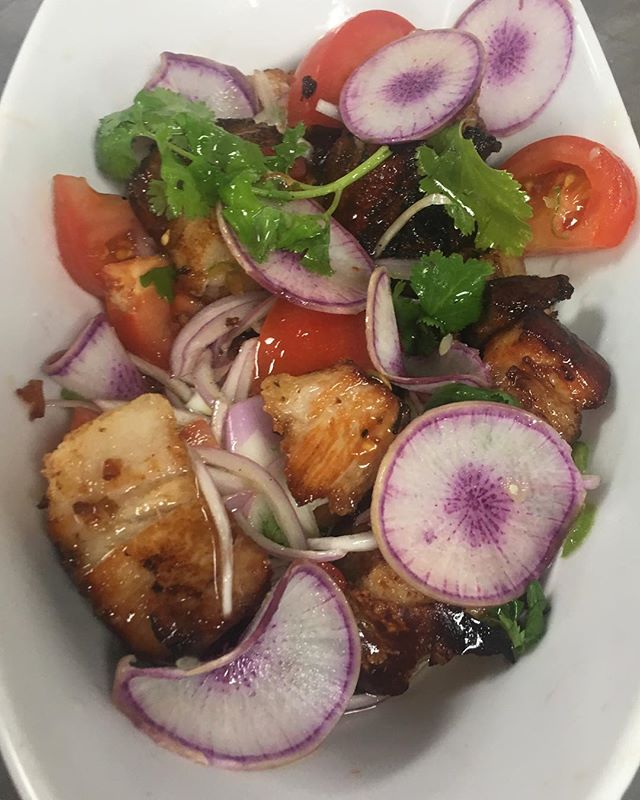 Mouthwatering lechon kawali bowl with purple daikon radish, cilantro, tomato, and onion #northshoreeats #localingredients #lechonbelly