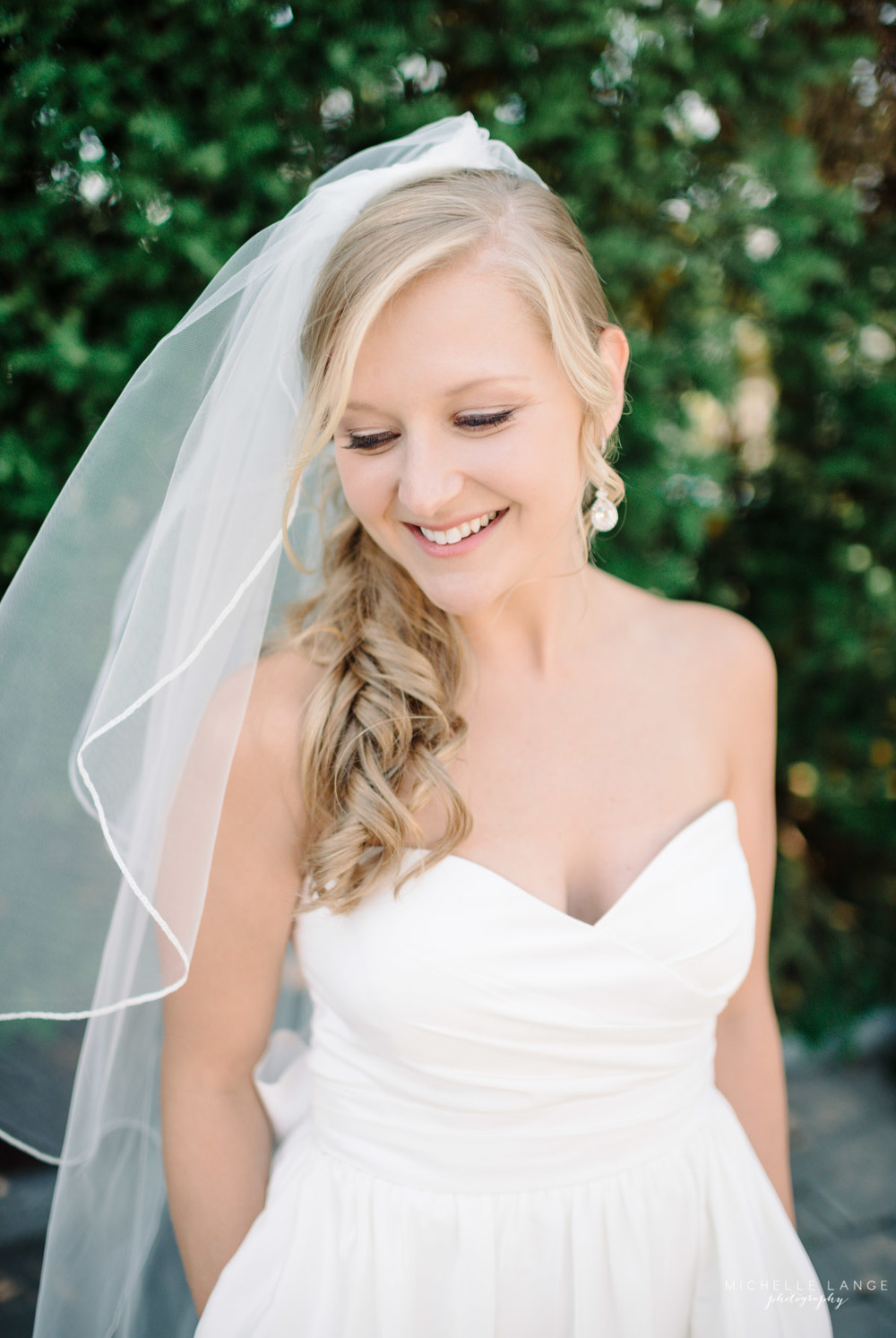 Beautiful Bride Aqua Turf Club Plantsville CT Wedding by Michelle Lange Photography 16