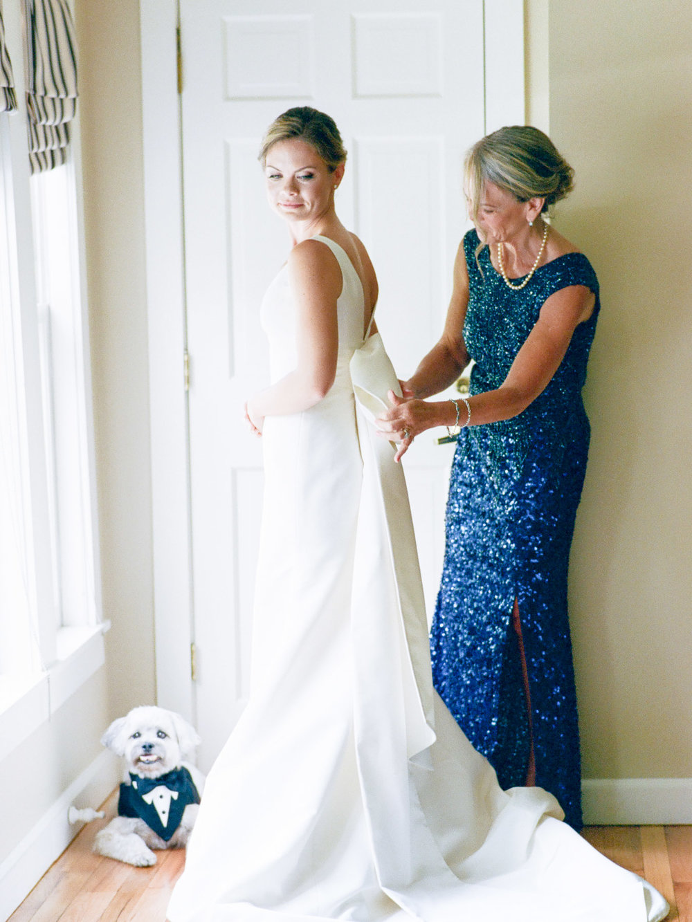 Manchester Vermont Wedding Bride Wearing Carolina Herrera