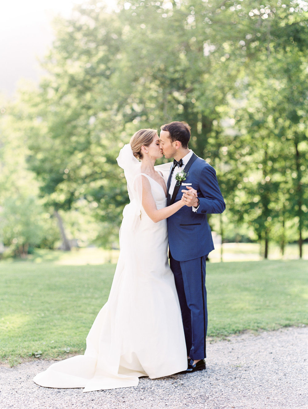 Manchester Vermont Wedding Bride and Groom Kissing