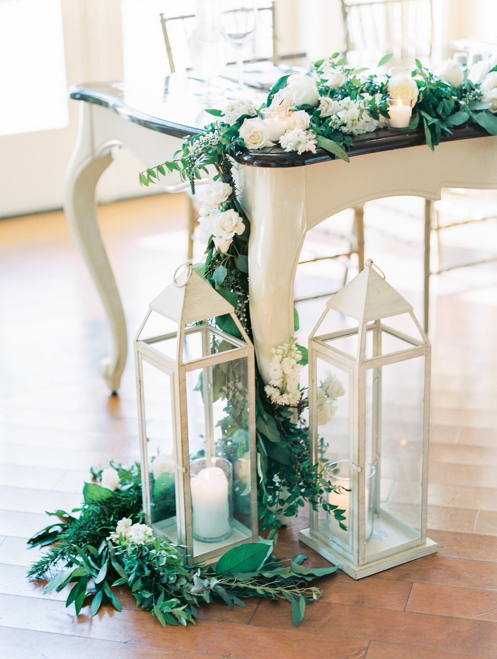 Floral design idea for head table