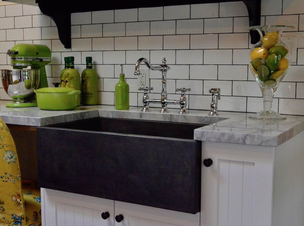 farmhouse farmers sink black subway tile backsplash.jpeg
