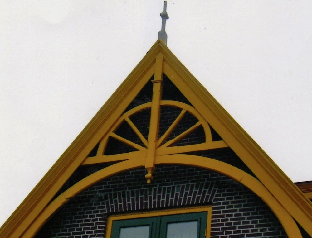 gable bracket detail.jpeg