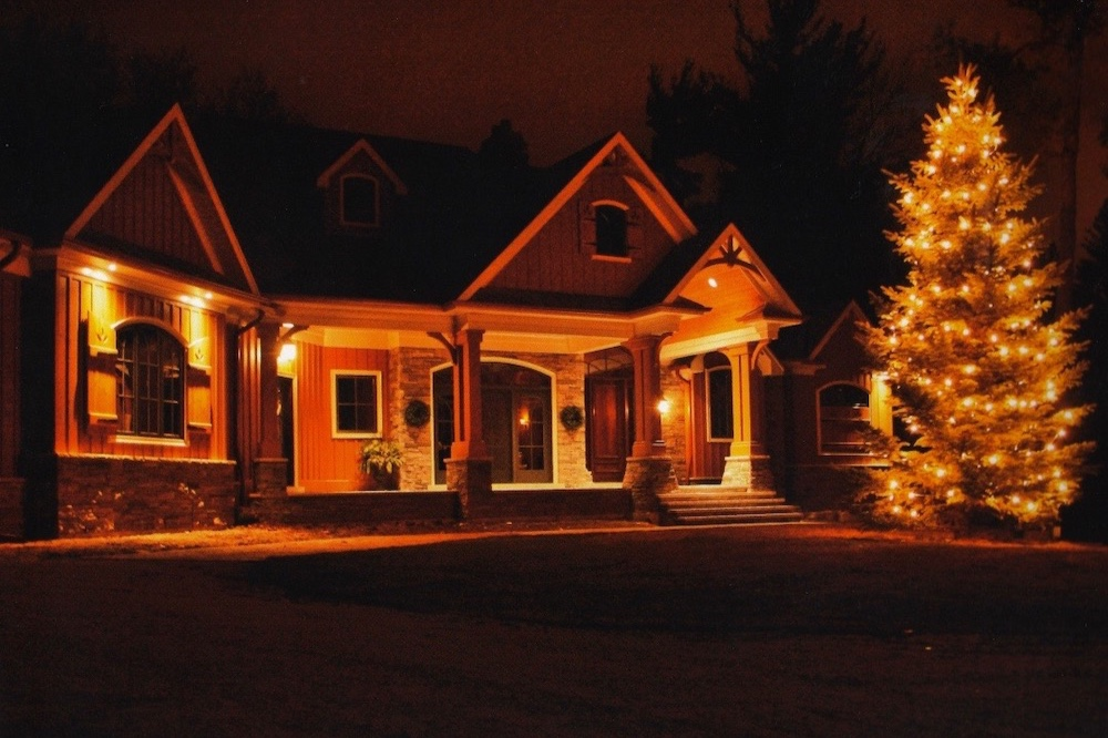 custome+home+gable+christmas+tree+lights.jpg
